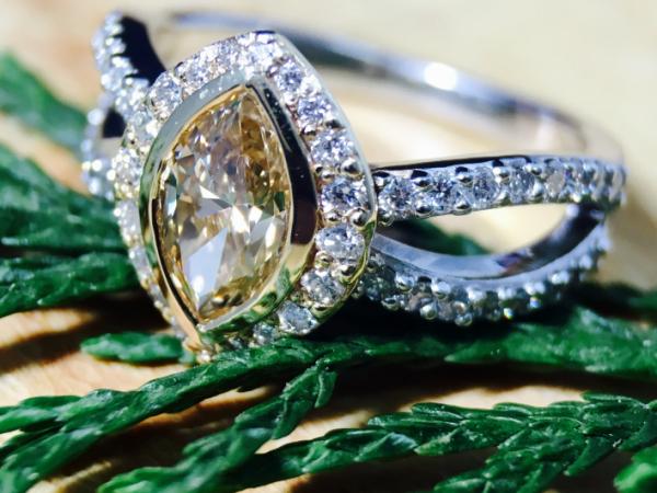 40eafe268d168 Fancy Color Diamond ring